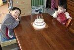 早くケーキを食べたいチビーズ